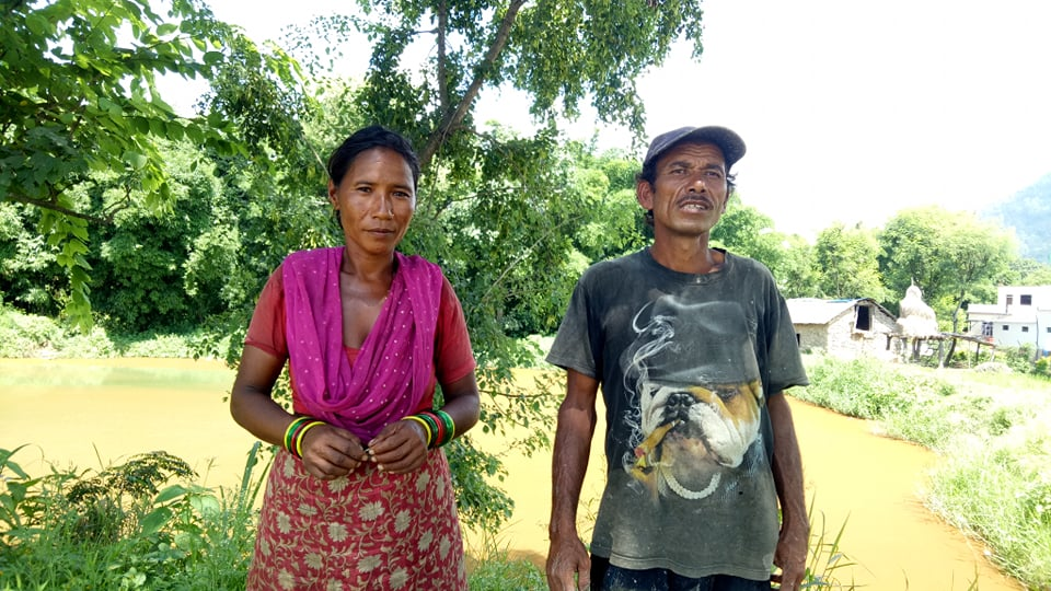 भैंसी पालक किसान कृष्ण खत्रीसँग डा. नवराज केसी ।
