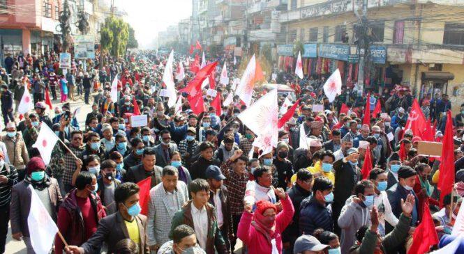 सुर्खेतमा प्रचण्ड-नेपाल समूको शक्ति प्रदर्शनसँगै विरोध सभा