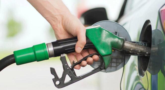 २ रुपैयाँले बढ्यो पेट्रोल, डिजल र मट्टितेलको मूल्य